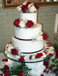 The perfect wedding cake should be something unique and personalized that is specially-designed for the couple. Chapel Wedding, Dream Wedding, Wedding Day, Perfect Wedding, Wedding Vowels, Blue Bridesmaid Dresses, Colored Highlights, Pretty Pastel, Beautiful Cakes