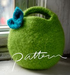 PATTERN - Felted Berry Bag and Knitted Leaf - Small Circular Clutch - Knitting - Fruit Purse