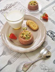#strawberries Time!  Sformatini alle #fragole e #pistacchi.  Il #dessert profumatissimo!