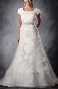 Applique Tulle Modest Wedding Dress i think this would look great on mumsy @Jess Liu Gagnon