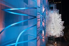 We love the blue and white in the sculpture at this L.A. luxury apartment building. #metal #art
