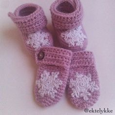 Babybooties and mittens Bottle Cover, Mittens, Slippers, Fashion, Moda, Sneakers, Fashion Styles, Fingerless Mittens, Slipper