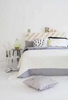 look blanc dans cette chambre tête de lit palette