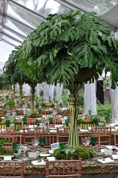 Absolutely fabulous all green centerpieces by Preston Baily <3