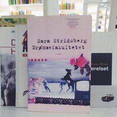 Jeg kunne godt tænke mig at læse noget af SARA STRIDSBERG.  Har I læst SS eller måske DRØMMEFAKULTETET? // This is a book I would love to read. #sarastridsberg #wishfulreading
