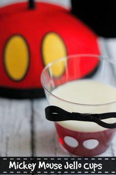 Celebrating Special Family Moments - Mickey Mouse Layered Jello Cups #DisneyJuniorFamilia