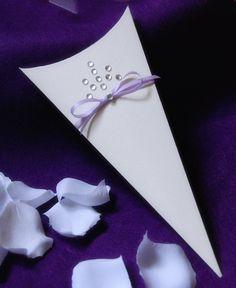Petal or Confetti Cone - Princess Style, Light Purple, Lilac - Fantasy Wedding €46.00