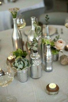 garrafas pintadas em prata- arranjo de mesa                                                                                                                                                                                 Mais