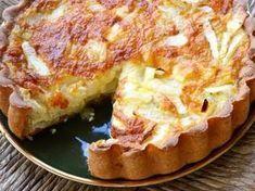 Τάρτα με βάση από ψωμί του τόστ, αυγά, μπέϊκον και τυριά. Μια πανεύκολη συνταγή, για αρχάριους και ένα υπέροχο πρωϊνό ή και πρόχειρο αλλά πεντανόστιμο και χορταστικό γεύμα ή δείπνο της στιγμής. Συνοδεύστε το με Quiche Recipes, Tart Recipes, Greek Recipes, Brunch Recipes, Breakfast Recipes, Brunch Ideas, Dinner Ideas, Greek Cooking, Easy Cooking