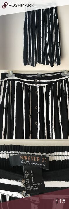 FOREVER Black and white striped button down skirt Forever 21 black and white striped skirt with buttons Forever 21 Skirts Midi