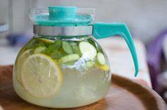Er wordt vaak gezegd dat het drinken van citroenwater bij het opstaan heel goed is om de lever te reinigen en ook je spijsverteringsstelsel op gang te helpen. D