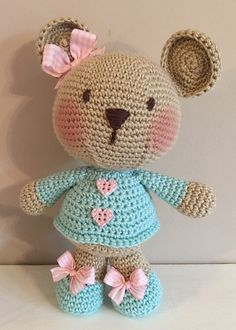 Crochet Bear This Pin was discovered by Mar Crochet Bear Patterns, Crochet Doll Pattern, Crochet Animals, Amigurumi Patterns, Crochet Designs, Crochet Teddy, Cute Crochet, Crochet Baby, Knitted Dolls