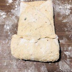 Pâine integrală cu semințe, rețetă simplă și rapidă – Chef Nicolaie Tomescu Bread, Food, Projects, Brot, Essen, Baking, Meals, Breads, Buns
