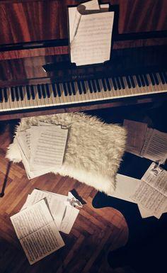 Piano / Ikea fur / Candle light