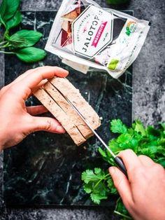 Osaatko käsitellä tofun oikein? – Viimeistä murua myöten Laksa, What You Eat, Daily Bread, Vegan Recipes, Vegan Food, Food Food, Opi, Healthy Lifestyle, Side Dishes