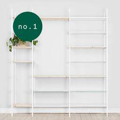 Denna kombination av hyllsystemet tänker vi fungerar fint i ett vardagsrum. Du får plats med böcker, tavlor, växter och dina finaste saker.