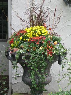 Beautiful autumn planter ideas for the home garden. So pretty. Someday I'll actually finish a container planter!