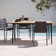 The Core Dining Table combines the classic with the modern and lifts the use of teak in outdoor furniture to new levels. Cane-line in Australia.