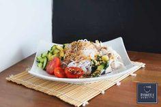 Japanische Rezepte | japanisch kochen | Food Crafts, Asian Recipes, Cobb Salad, Paleo, Food And Drink, Beef, Korean Food Recipes, Japanese Recipes, Shirataki Noodles