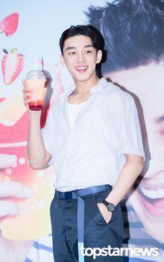 [HD포토] 유아인, '레몬보다 상큼한 미모' / HD Photo News - TopStarNews.Net