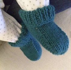 Les petits chaussons de bébé – Le Pavillon Créatif Fingerless Gloves, Arm Warmers, New Baby Products, Couture, Knitting, Crochet, Point, Knitted Baby Booties, Baby Shoes Tutorial