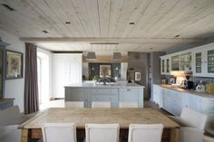 A converted barn in Wiltshire has an open layout to max out communal living. Cottage Homes, Cottage Style, Cottage Interiors, Rustic Kitchen, Kitchen Decor, Kitchen Ideas, Farmhouse Kitchens, Small Kitchens, Farmhouse Interior