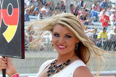 http://img1.auto-motor-und-sport.de/Formel-1-Grid-Girls-GP-USA-2014-Austin-fotoshowBigImage-f0b351a3-821335.jpg