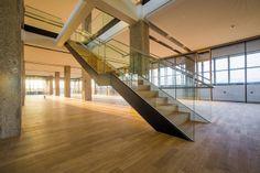 Tabakfabrik Linz: Verbunden sind die beiden Stockwerke im Netural Büro durch diese Stiege. Ecommerce, Stairs, Architecture, Collection, Home Decor, Linz, Ladders, Homemade Home Decor, Stairway