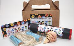 Brinquedos tradicionais podem ser compartilhados por pais e filhos. Kit com corda, pião e jogo de varetas, de Caraminholando. Foto: Divulgação