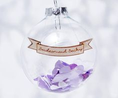 If you have a wonderful bridesmaid, make sure you give her the perfect bridesmaid thank you gift. We love this cute bauble from Sophia Victoria Joy which is filled with confetti. It could also double up as a place card or as a cute way to ask 'Will you be my bridesmaid?'