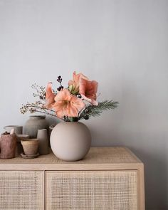 Amaryllis in runder Vase auf Schrank - Buy this stock photo and explore similar images at Adobe Stock Room Inspiration, Interior Inspiration, Vases Decor, Table Decorations, Japanese Interior, Arte Floral, Scandinavian Design, Scandinavian Vases, Soft Furnishings