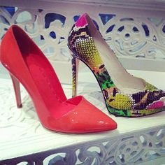 How unbelievable are these @alice_olivia neon pumps? #shoes #style #fashion
