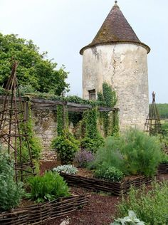 beautiful kitchen garden / Repinned by Llewellyn Landscape & Garden Design www.llgd.co.uk