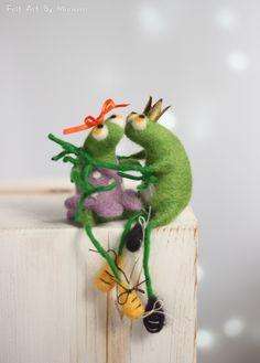 Please, kiss me I wanna be a prince! Needle felt frogs form Felt Art By Mariana