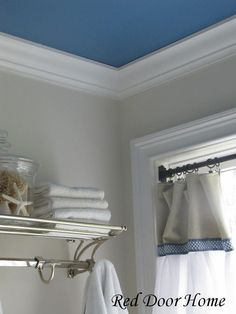 Clever and easy DIY home upgrades Home Upgrades, Home Renovation, Home Remodeling, Accent Ceiling, Accent Walls, Ceiling Color, Gray Walls, Coloured Ceiling, Cool Ideas