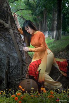 Vietnamese long dress Source by Myanmar Traditional Dress, Vietnamese Traditional Dress, Vietnamese Dress, Traditional Dresses, Beautiful Asian Women, Ao Dai, Bollywood Fashion, Hottest Models, Sensual