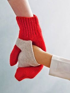 Baby Knitting Pattern Gift ideas mums will LOVE Baby Knitting Patterns, Free Knitting, Crochet Patterns, Knitting Ideas, Christmas Knitting Patterns, Knit Mittens, Knitted Gloves, Baby Mittens, Mittens Pattern