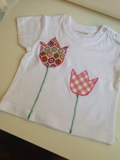 Camiseta con aplicaciones de tulipanes para mis mellis preciosas