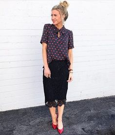 """Instagram media by advogadacomestilo - 🚩Curtam nossa página no Facebook (link na bio) . . 🚨Marque suas amigas que também são """"advogadas com estilo""""❗️ . . . . . . .  #advogadacomestilo #advogata #advogada #work #lookoftheday #looktrabalho #lookdetrabalho #lawyer #law #ootd #fashion #fashionista #look #direito #moda #estilo #escritorio #office #regram #boanoite"""