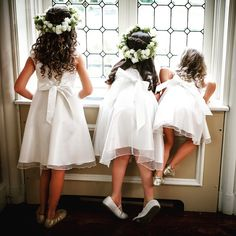 We adore these little princesses waiting for their queen <3 Photography by 4 Eyes Photography