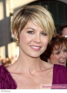 Jenna Elfman has her hair cut in a pixie style. Parted on the side, her razored layers create texture. Short Layered Haircuts, Short Hair Cuts, Short Hair Styles, Pixie Styles, Cut My Hair, Her Hair, Pixie Hairstyles, Pretty Hairstyles, Jenna Elfman Hair