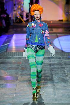 Meadham Kirchhoff at London Fashion Week Fall 2012 - Runway Photos Meadham Kirchhoff, Fallen London, Weird Fashion, Catwalk, Runway Fashion, Ideias Fashion, Style Inspiration, How To Wear, Fashion Design