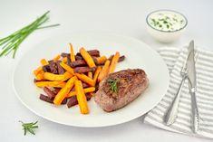 Připravte si biftek s touto netradiční přílohou a dipem a máte nízkosacharidový oběd nebo večeři a radost z dobrého a zdravého jídla zároveň. Zeleninu navíc můžete různě obměnit. Hovězí maso obsahuje hodnotné bílkoviny a také je skvělým zdrojem železa. Dip, Steak, Salsa, Steaks
