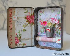 Vintage tin art I have some ideas for projects with little boxes or postcards that are collage with collected items or parts of items. Altered Tins, Altered Art, Mint Tins, Small Tins, Matchbox Art, Tin Art, Altoids Tins, Tin Boxes, Paper Boxes