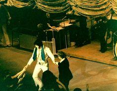 Elvis at the Las Vegas Hilton in december 4 1976.