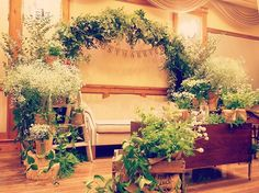 wedding report20♡ ・ 高砂を左サイドから撮った写真です! ・ やっぱしフェアリーライトついてないね。笑 ・ これだとレペットが見えないけど、反対からの写真もまたあげますね♡ ・ 高砂は白とグリーンを基調に作ってもらいました! ・ 麻のガーランドがよく似合ってお気に入り♡ ・ 右側にはトランクとかも置いてあってとっても素敵だったなぁ ・ フォトラウンドしたりしててあんまり座れてないけど。笑 ・ このまま持って帰りたいくらいでした♡ ・ #プレ花嫁#秋挙式#ナチュラルウェディング#ちーむ0922#日本中のプレ花嫁さんと繋がりたい#東海花嫁#花嫁DIY#結婚式準備#オランジュベール#卒花#BIGDAY#プレ花嫁卒業#ウェディングレポ#ブラス花嫁#大雨挙式#卒花嫁#weddingtbt#高砂#ソファ高砂#装花#カゴブーケ#プーコニュ