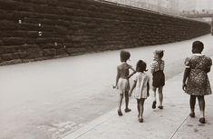 Helen Levitt, New York City (Girls with Bubbles), c. 1942