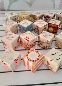 Eminönü Süs ~ 24 Adet Baskılı Baskısız Küp Karton Kutu 5x5x5 cm Container, Gift Wrapping, Gifts, Food, Paper Board, Gift Wrapping Paper, Favors, Gift Packaging, Presents