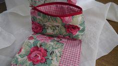 http://de.dawanda.com/product/101410663-kosmetiktasche-rosaweiss