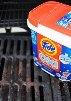 Do you have a gross grill? Learn How to Clean your BBQ Grill fast and easy! Cleaning Recipes, Diy Cleaning Products, Cleaning Solutions, Cleaning Hacks, Grill Cleaning, Iron Cleaning, Clean Grill Grates, Bbq Grates, Gas Bbq